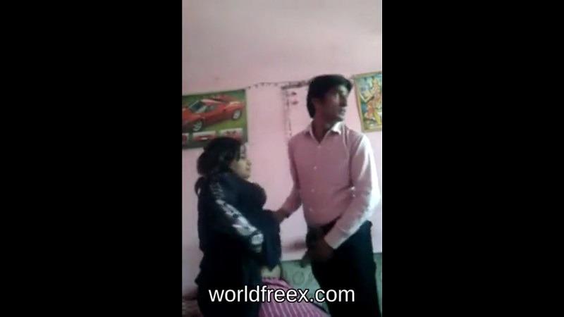 भारतीय बेग़म जान को घर के अंदर ले कर चुदाई