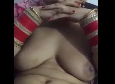सेक्सी पंजाबी आंटी की फुद्दी और बूब्स का बीएफ ऑडियो के साथ