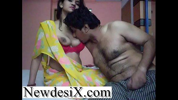 भारतीय हस्बैंड ने हनीमून पर पत्नी के बूब्स चूसे, बीवी ने लण्ड मसला