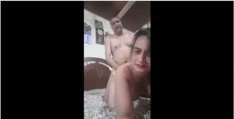 पंजाबी आंटी ने बूढ़े अंकल के लण्ड से चुदवाया