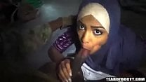 केरल की लड़की ने केन्या में काला आफ्रिकन लंड चूसा