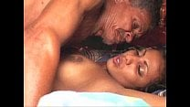 देसी बुड्ढा अपनी जवान पोती के साथ सेक्स करते हुए
