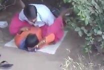 बिहारी आदमी ने पार्क की झाडी में रंडी को चोदा - देसी वीडियो