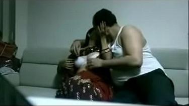 मोटी तोंद वाले बॉस के साथ सेक्स किया उर्मिला भाभी ने