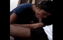 उन्नीस साल की जवान बहन बिस्तर पर बैठ कर लौड़ा चुसा