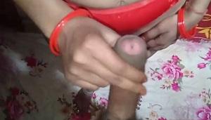ललिता भाभी के पडोसी लड़के ने लाल पैंटी के ऊपर से बुर में लंड डाला - हिंदी बीएफ