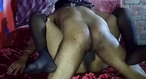 पैतीस साल की हॉर्नी बीवी को ब्लैक स्टॉकिंग्स पहना कर चोदा - देसी पोर्न वीडियो
