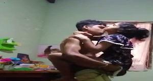 बॉयफ्रेंड अपनी गर्लफ्रेंड को उठा उठा के चोदते हुए