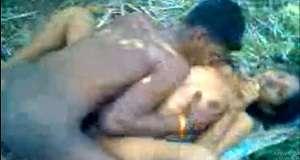 आदिवासी जोड़े की जंगल चुदाई