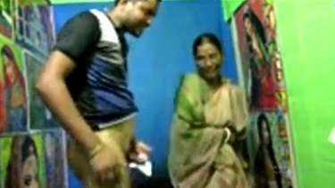 अधेड़ उम्र बांग्ला देसी लेड़ी स्कूल टीचर ऑफिस बाबू से चुदी