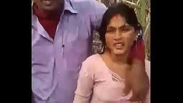 देसी भाभी को खेत में चोद के बीएफ वीडियो बनाया उसका