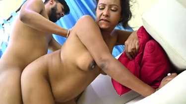 माँ की उम्र की कामवाली को चोदा - इंडियन देसी पोर्न