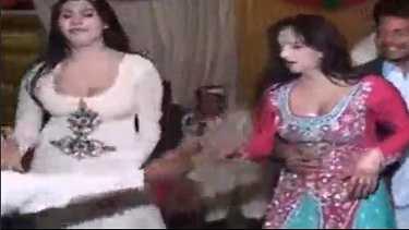 दो पाकिस्तानी रंडी का सेक्सी मुजरा - हॉट वीडियो