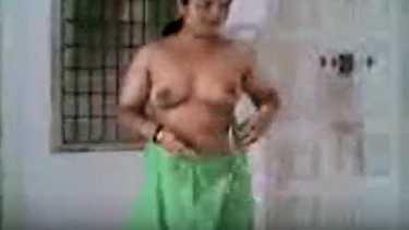 चुदासी सेक्सी मराठी हाउसवाइफ आंटी और लवर के चोदने की सेक्स फिल्म. आंटी को मोटे लंड से चोदा पेटीकोट निकाल के.