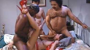 गोरी आंटी ने लिए 3 लंड - हार्डकोर गेंगबेंग बीएफ वीडियो