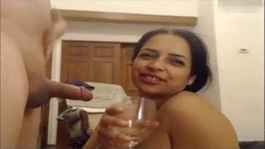 शराबी बीवी को तमाचे मारकर उससे अपना लंड चुसाया