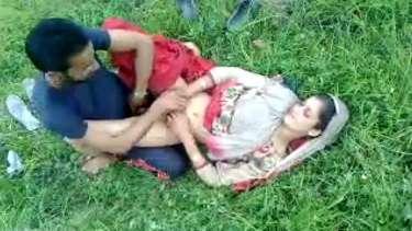 पाकिस्तानी दीदी शाज़िया अपने आशिक से खुले घांस पर चुदी