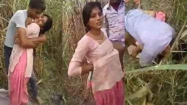 यूपी की मुस्लिम रंडी की खेत में चुदाई का ब्लू फिल्म