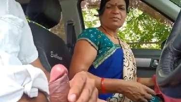 सडक के ऊपर कार को खड़ी कर के रंडी आंटी के मुहं में लंड दिया और हिलवाया भी. देखें हिंदी में बातचीत के साथ बीएफ वीडियो.