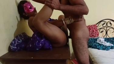 छोए से गाँव की देहाती लेडी की चुदाई की उसके यार ने शहर के सस्ते लोज्मे. और पूरी चुदाई को सेक्स वीडियो में रिकोर्ड भी किया.`
