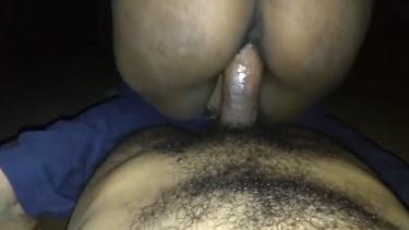 सेक्सी बिहारी लड़की ने बॉयफ्रेंड का लंड सक कर के, हिला के अपनी चूत मरवाई. देखें बालवाली हेरी चूत की चुदाई मूवी.
