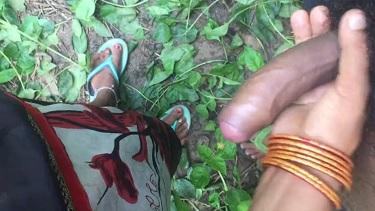 देसी गाँव की विलेज लेडीज़ अपने पार्टनर के लंड पकड़ के मुठ मार रही हैं. देखें इंडियन हेंडजॉब कंपाइलेशन सेक्स वीडियो.