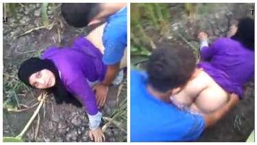 पाकिस्तानी लवर्स को खेत में चुदाई करते हुए उनके दोस्तों ने पकड़ा
